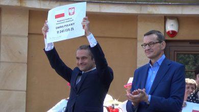 Photo of Premier wręczył promesy samorządom