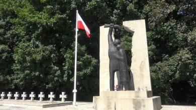 Photo of Maszt na cmentarzu powodem kłopotów radnego? [VIDEO]