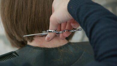 Photo of Fryzjerzy i kosmetyczki mogą składać wnioski w ramach nowej tarczy [VIDEO]